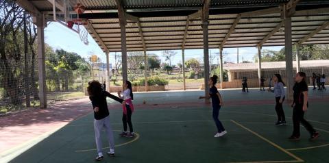 Quadras poliesportivas da FEICAP são utilizadas pelos alunos para atividade física