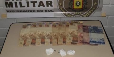 Elemento é preso por tráfico de drogas em Três Passos
