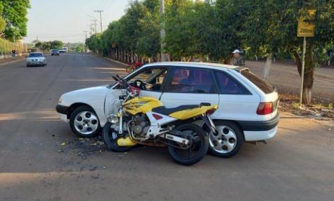Acidente envolveu carro e moto na Rua XV de Novembro em Crissiumal