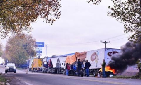 Confira pontos de mobilização dos caminhoneiros para esta quarta-feira em rodovias da região
