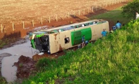 Polícia investiga se acidente entre van e ônibus em Tio Hugo foi premeditado