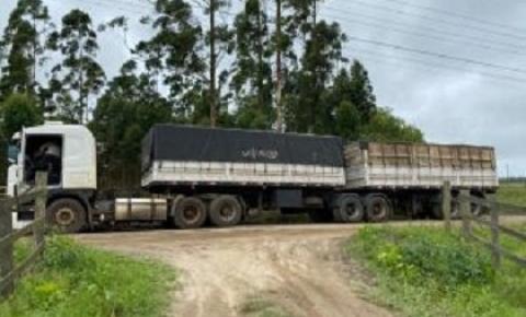 Carreta com placas de Tenente Portela fazia parte em esquema de contrabando no Sul catarinense