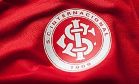 Coudet agita torcida em jogo beneficente no Beira-Rio