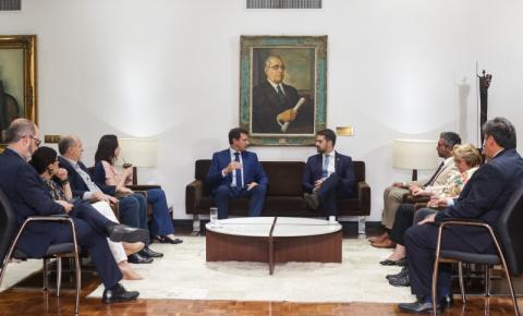 """""""Reafirmamos a disposição de mantermos uma relação serena e tranquila"""", afirma Leite ao visitar presidente da Assembleia"""
