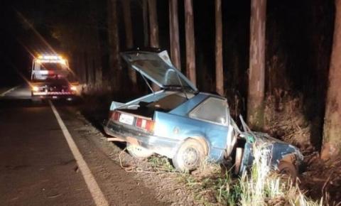 Acidente deixou carro destruído na ERS 207, em Humaitá na madrugada deste domingo