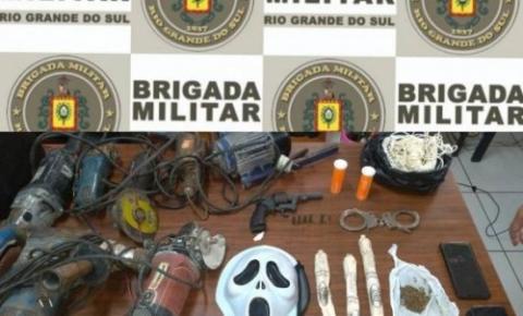 BM apreende explosivos e arma em Três de Maio