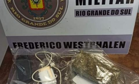 Jovem é preso ao jogar droga para dentro de presídio