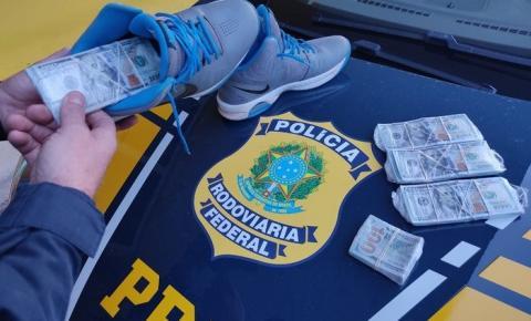 Casal é flagrado transportando 46 mil dólares em situação irregular