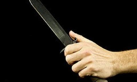 Homem invade escola técnica e fere duas mulheres com faca em Erechim