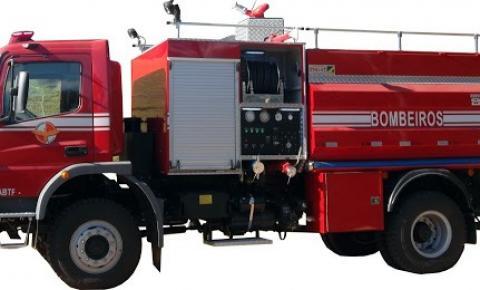 CBMRS doa caminhão de combate a incêndio aos Bombeiros Voluntários de Santo Cristo