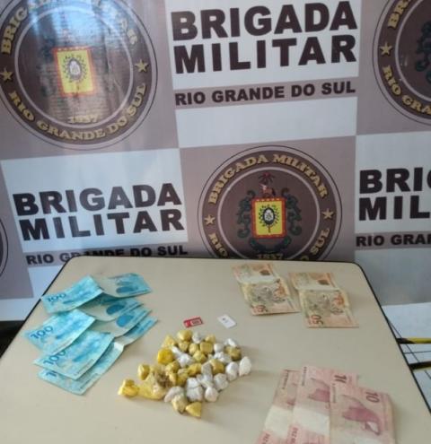 7° BPM realiza prisão de dois homens por tráfico de drogas