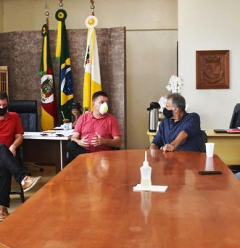 TRÊS PASSOS - Secretário Estadual de Educação manteve audiência com prefeito e vice de Três Passos